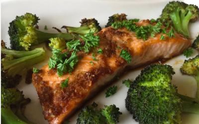 Ovnbagt laks med broccoli