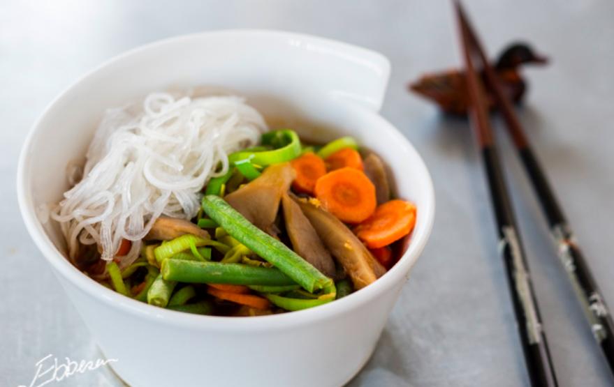 Asiatisk inspireret suppe med svampe og grøntsager