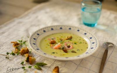 Aspargessuppe med rejer og croutoner