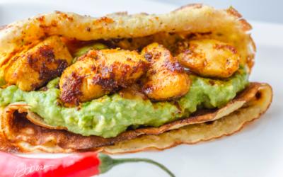 Tortillawrap med kyllingefajita og hvidløgs-guacamole