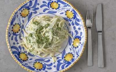 Frisk pasta med squash, ricotta og pesto.